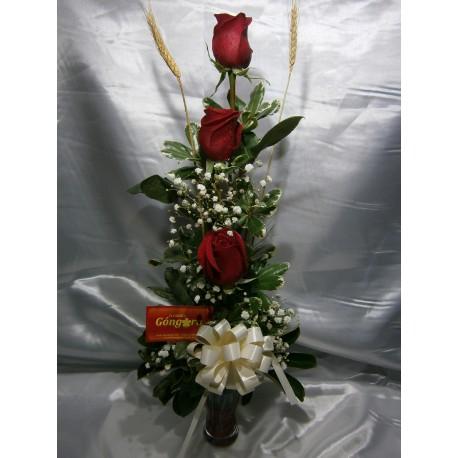 Copa con 3 rosas rojas