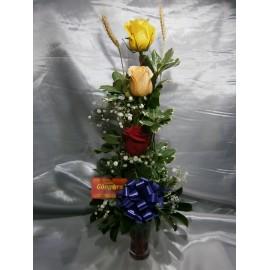 Copa con 3 rosas variadas
