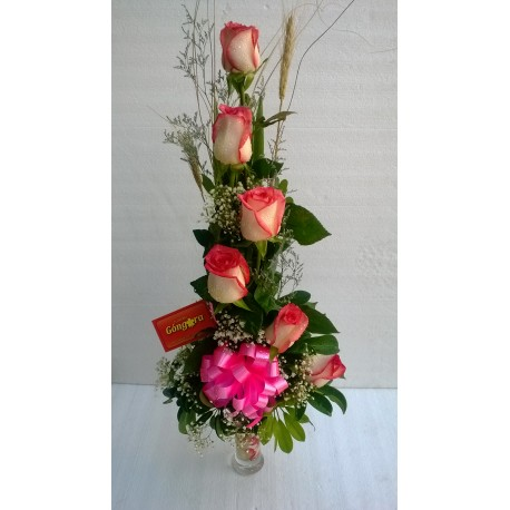 Copa con 6 rosas