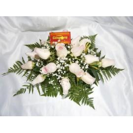 Centro de mesa alargado de 18 rosas