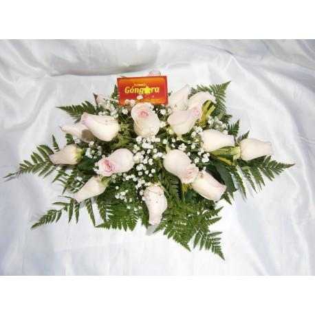 Centro de mesa alargado de rosas