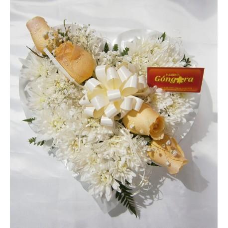 Corazn de flores blancas y rosas Florera en Montevideo