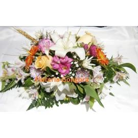 Centro de mesa alargado variedad de flores