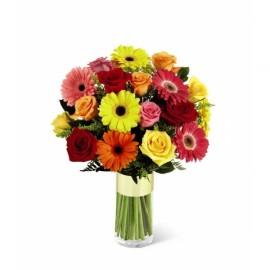 Florero variado de rosas y gerberas
